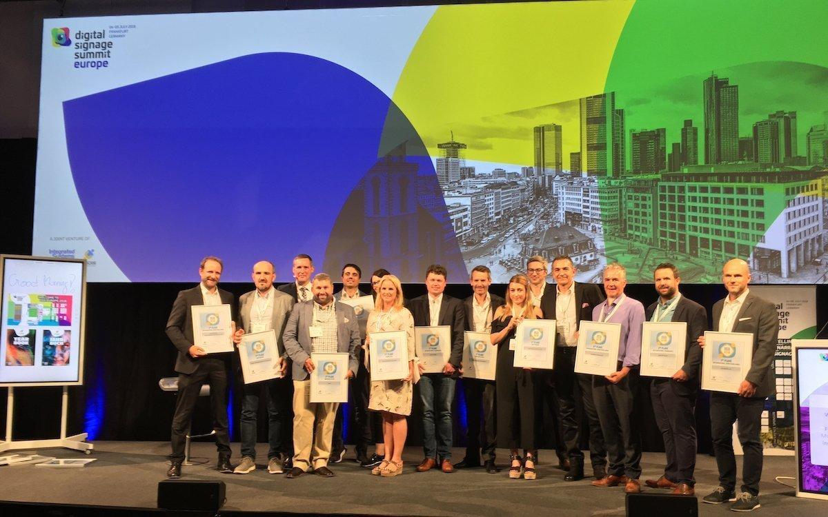 So sehen Sieger aus – Gewinner der invidis Digital Signage-Awards (Foto: invidis)