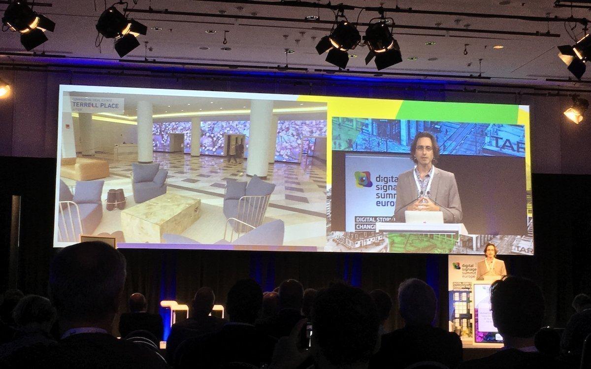 Michael Luck Schneider bei seiner Keynote in Frankfurt (Foto: invidis)