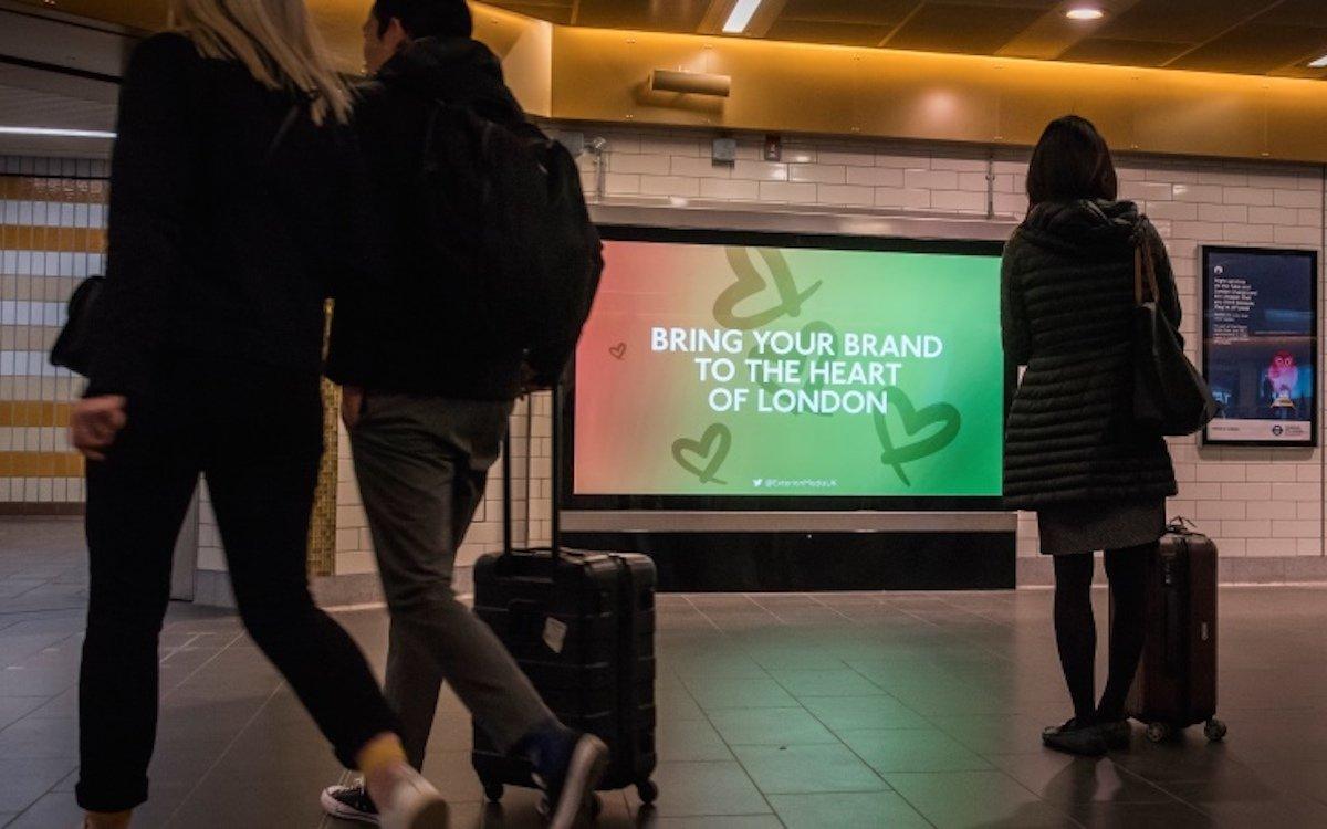 Neue Ultra HD Screens werben in Bahnhöfen in Londons U-Bahn (Foto: Exterion Media)