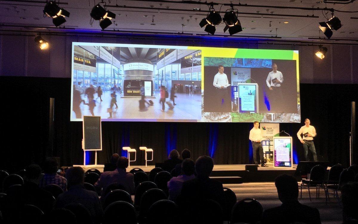 Praxisbeispiele vom Airport Frankfurt waren Teil der Keynote von Peer Schmitz-Kuo (links im Bild) und Andreas Prasse (Foto: invidis)