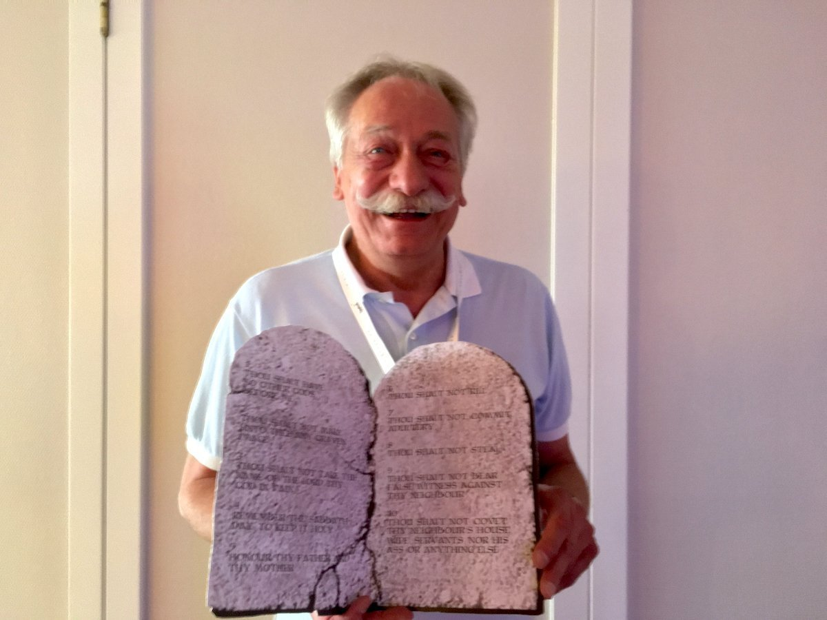 Thomas Koch präsentiert seine Ten Commandments nach dem Vortrag (Foto: invidis)