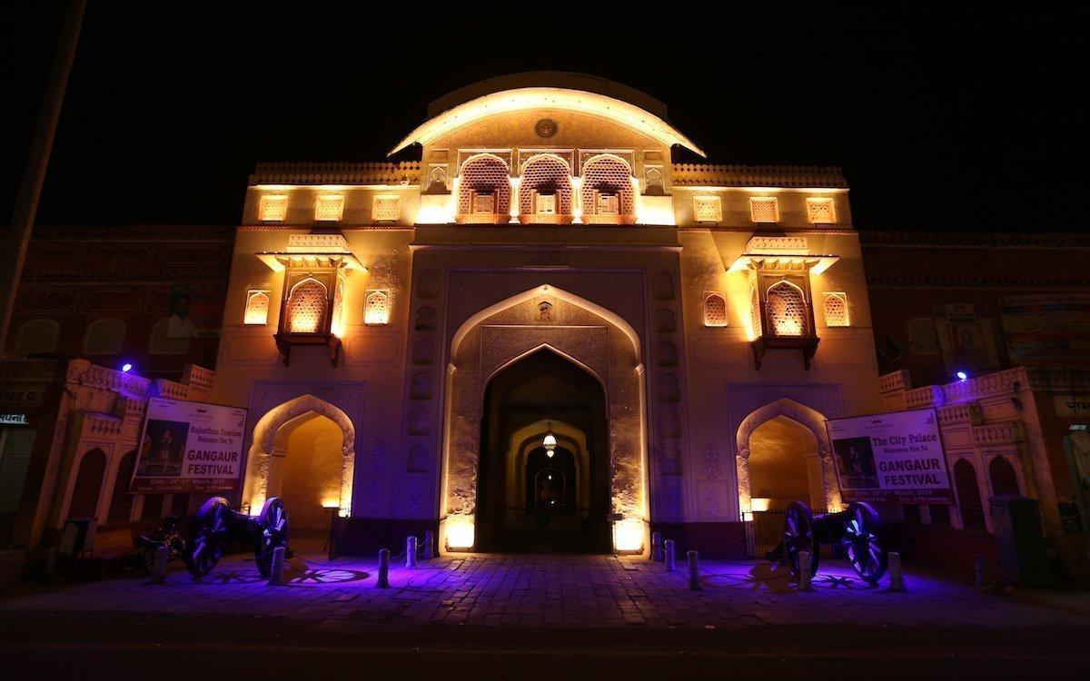 Verschiedene Lichtfarben inszenieren die Fassaden der Kulturdenkmäler (Foto: Osram)