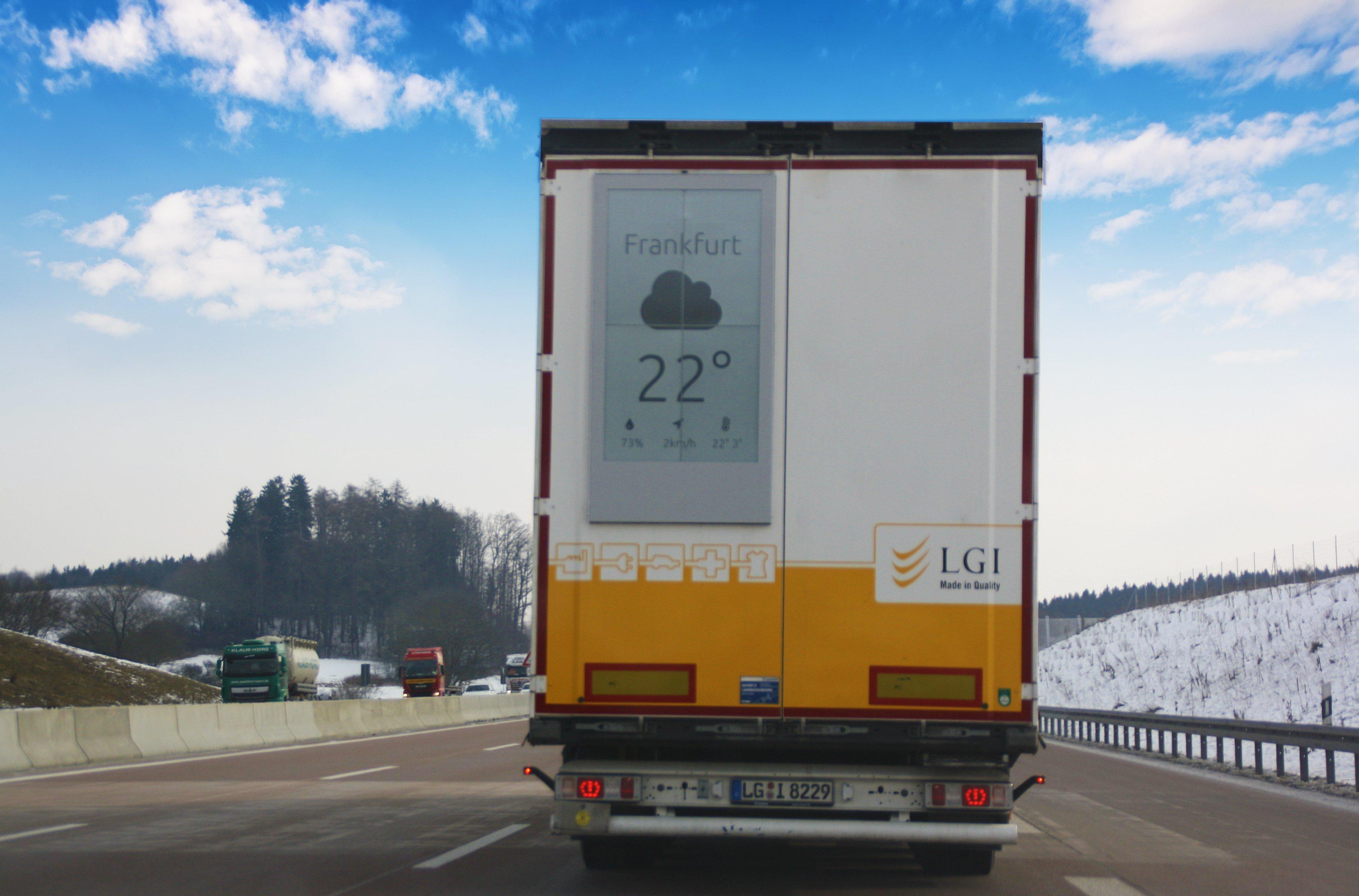 Wetterdaten-Anzeige auf einem Road Lkw (Foto: Ads interactive)