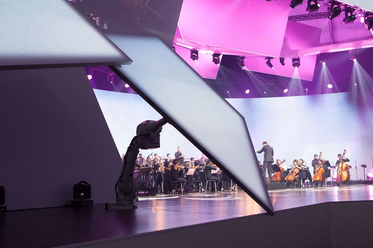 YuMi Im Einsatz auf der Bühne (Foto: standing ovation ag)