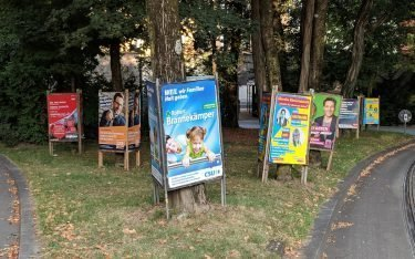 Wahlplakate vor dem Bayerischen Landtag (Foto: invidis)