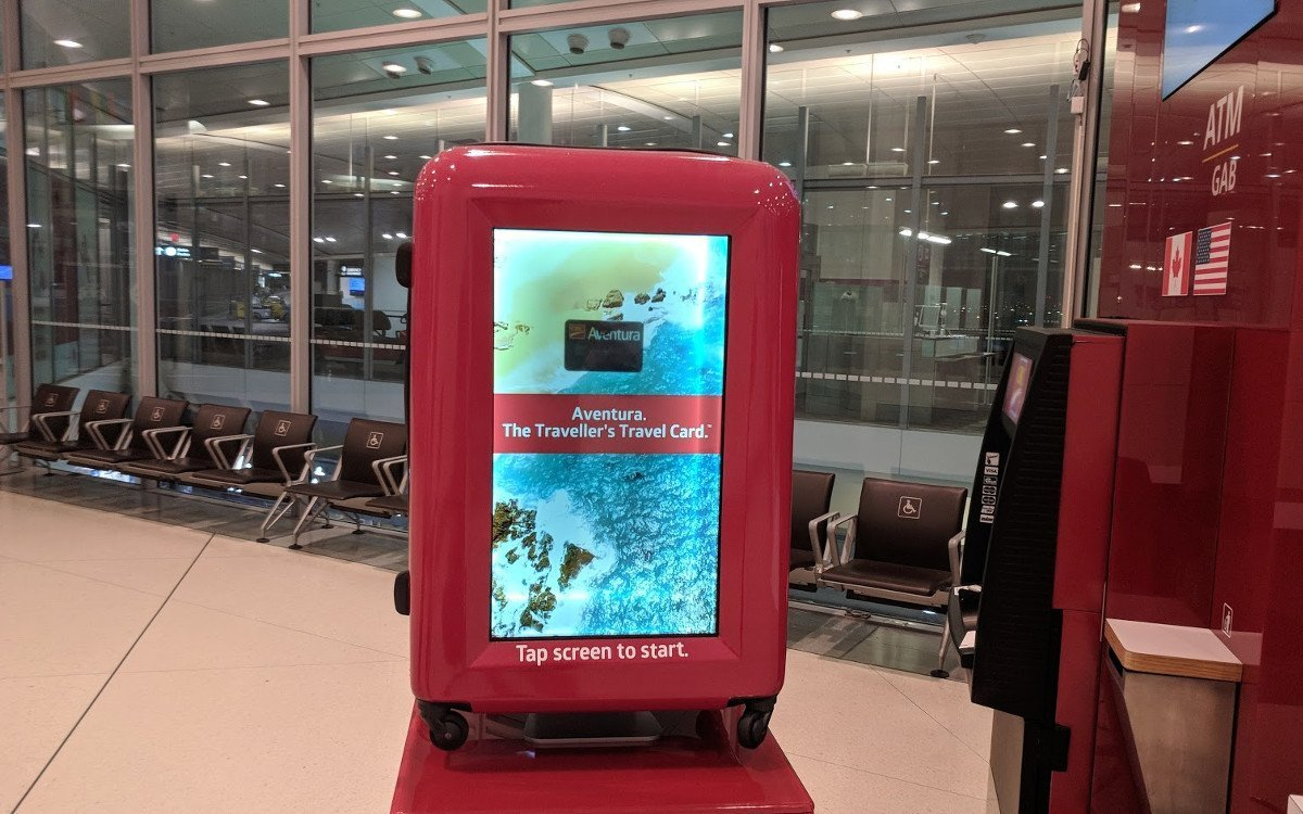 CIBC Transparent Displays am Flughafen Toronto (Foto: invidis)