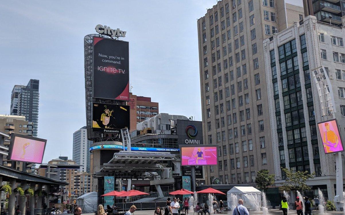 Wirkung von Bewegtbild - hier in Downtown Toronto (Foto:invidis)