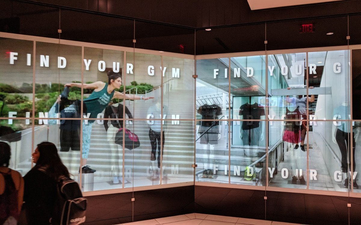 Transparente Displays bei Sportcheck in Toronto (Foto: invidis)