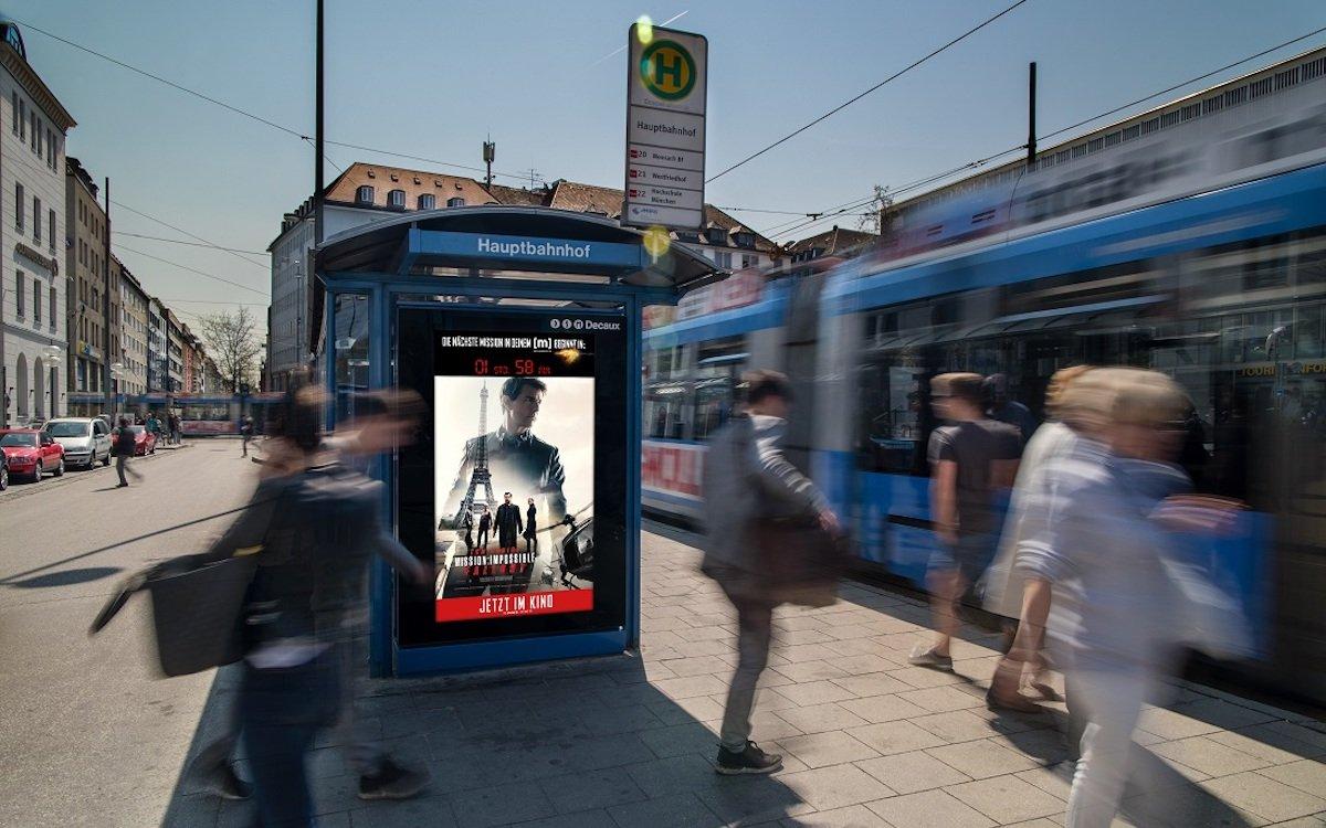 Countdown für MI 6 auf einem Screen vor dem Hauptbahnhof München (Foto: WallDecaux)
