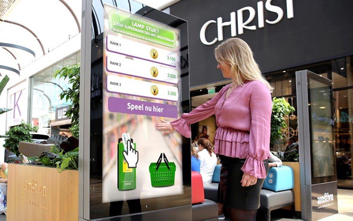Interaktive Kampagne auf einem DooH Touchscreen von Exterion Media in den Niederlanden (Foto: Exterion Media)