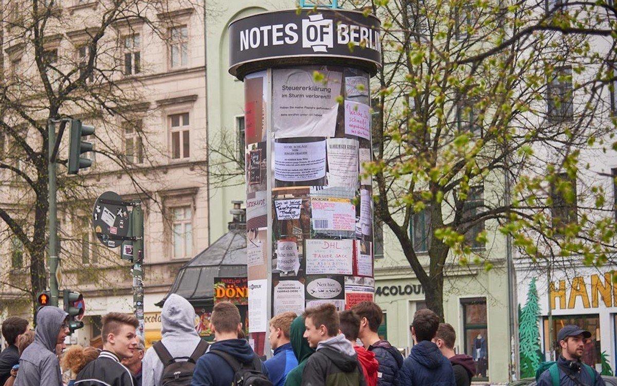 Litfaßsäule am Heinrichplatz in Berlin (Foto: Draussenwerber)