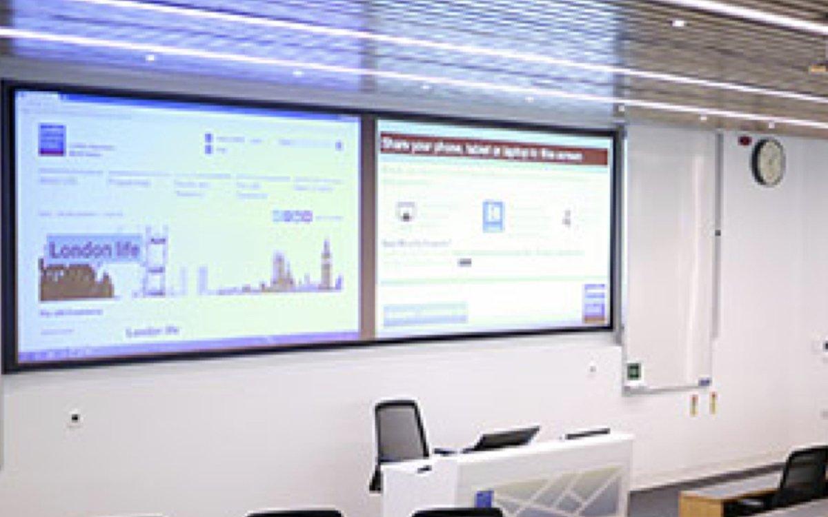 Projektionstechnologie in einem Hörsaal der LBS (Foto: NEC)