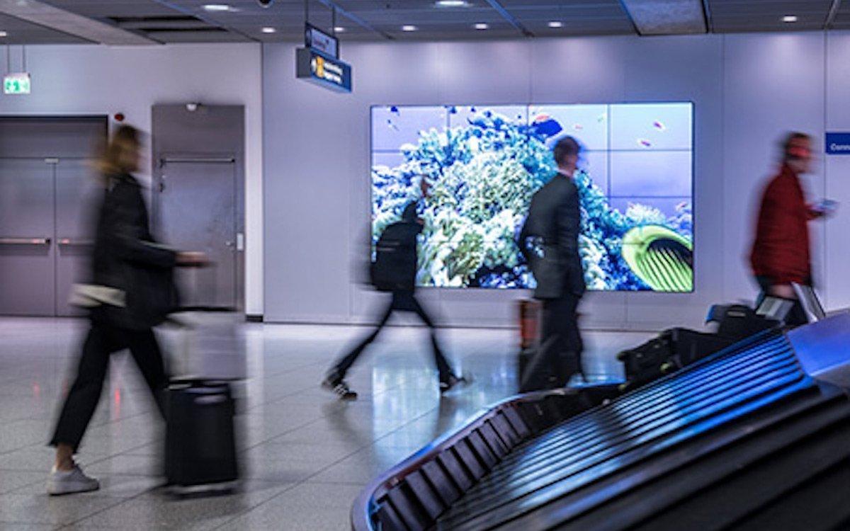 Videowall an der Gepaeckausgabe in Stuttgart (Foto: Flughafen Stuttgart)