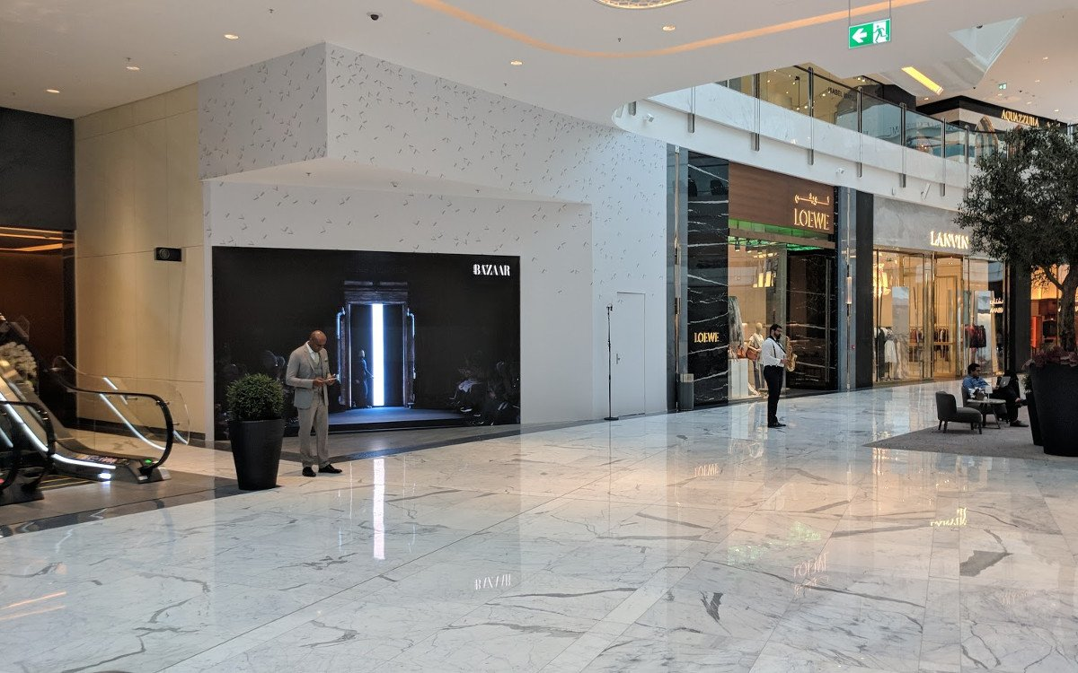 The Dubai Maill Fashion Avenue - viel Aufwand für die LED-Wand in der Ecke (Foto: invidis)
