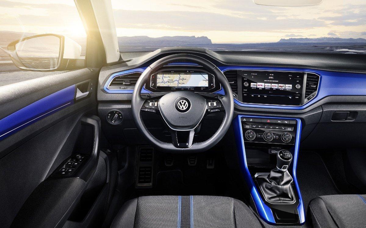 Cockpit Displays verändern das Cockpit Design - aus Rund wurde Eckig (Foto: Volkswagen)