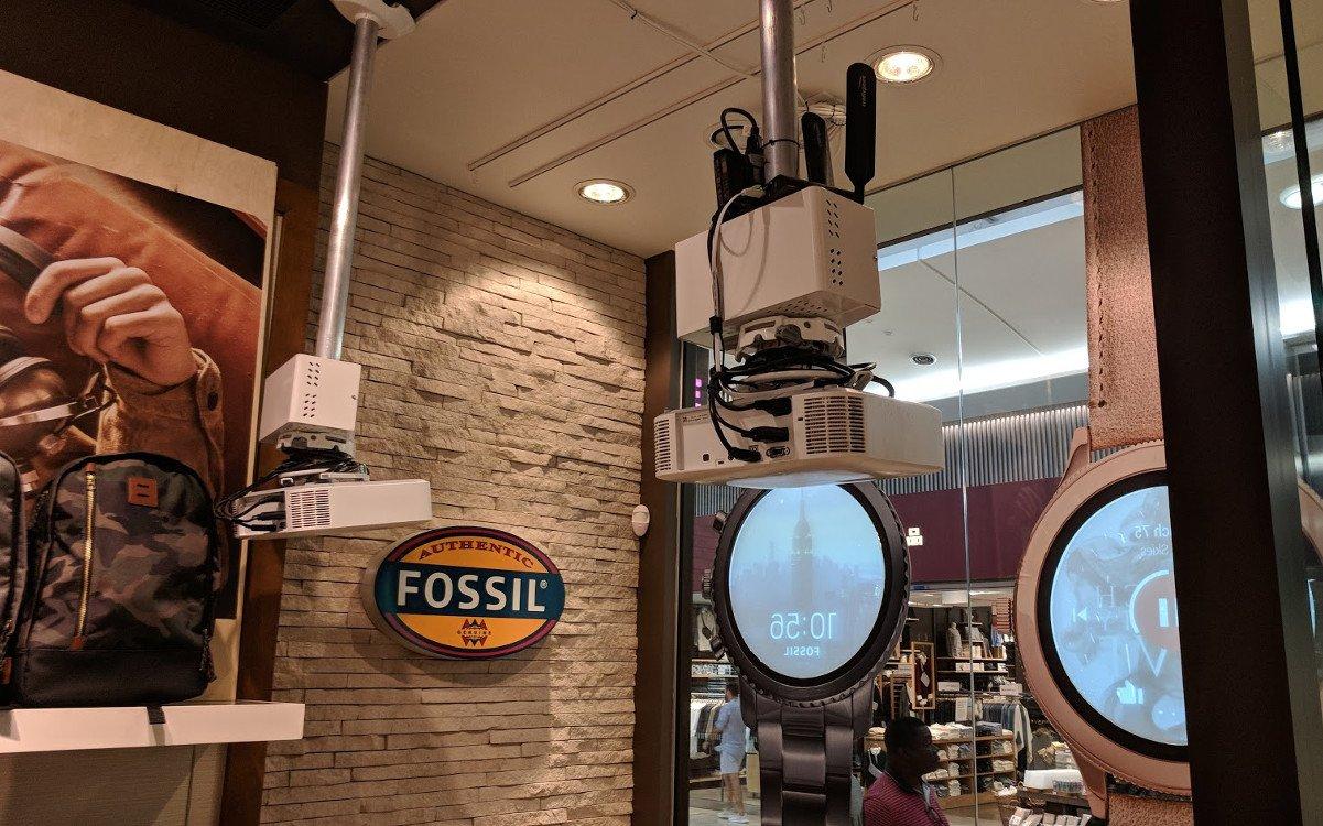 Viel Technik sichtbar im Verkaufsraum (Foto: invidis)