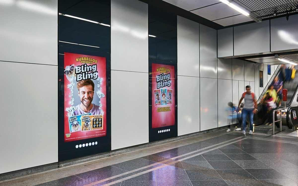 Bling Bling Kampagne auf DooH-Screens in Wiens U-Bahnhöfen 8Foto: Gewista)