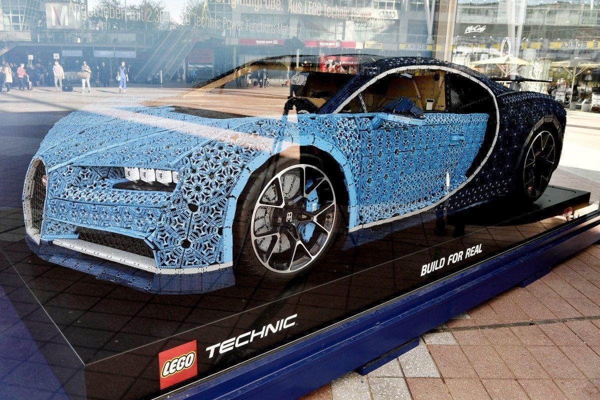 LEGO Bugatti am Flughafen München (Foto: FMG)