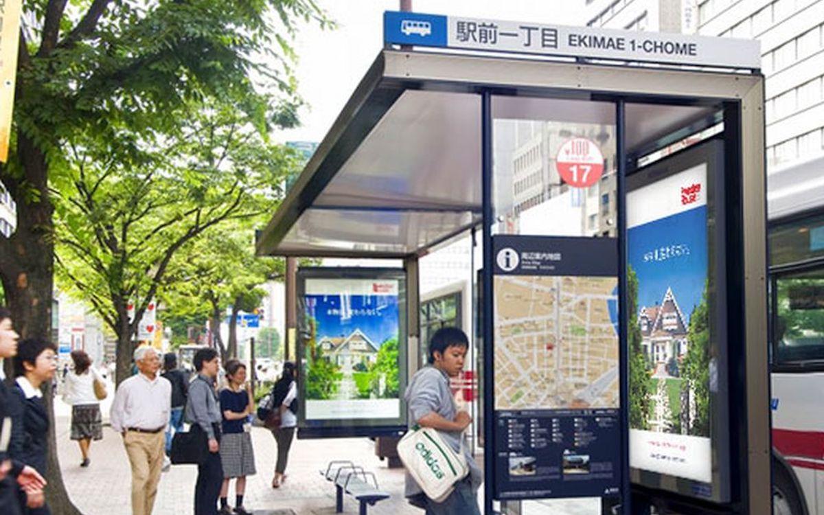 Bus-Wartehäuschen in einer japanischen Stadt (Foto: MCDecaux)