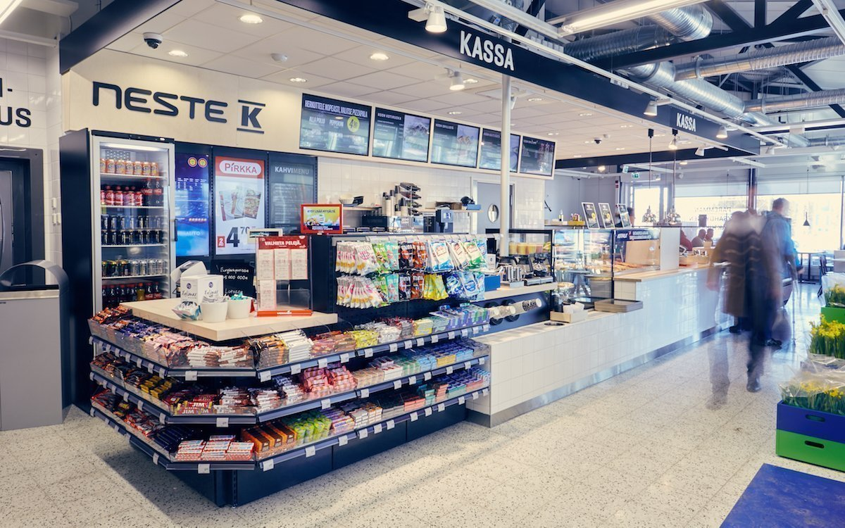Kesko Group investiert weiter in Digital Signage – Screens in einem Neste K (Foto: Kesko Group)