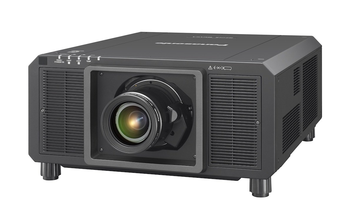 Neuer Projektor mit mehr als 4K Auflösung – der PT RQ22K (Foto: Panasonic)