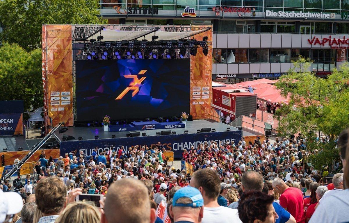Auch am Breitscheidplatz herrschte Stadionatmosphäre (Foto: Pierre Johne)