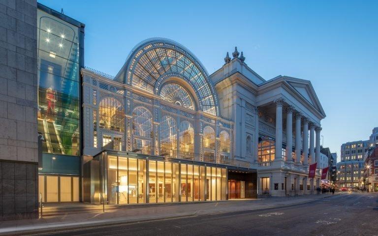 Blick auf Royal Opera House von der Bow Street (Foto: Royal Opera House / Luke Hayes)