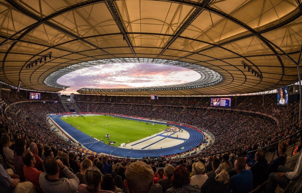 led signage leichtathletik em im olympiastadion gut 600. Black Bedroom Furniture Sets. Home Design Ideas