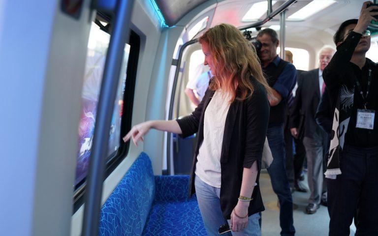 Im Cetrovo dienen die Fenster als Touchscreens fürs Entertainment (Foto: CRRC)