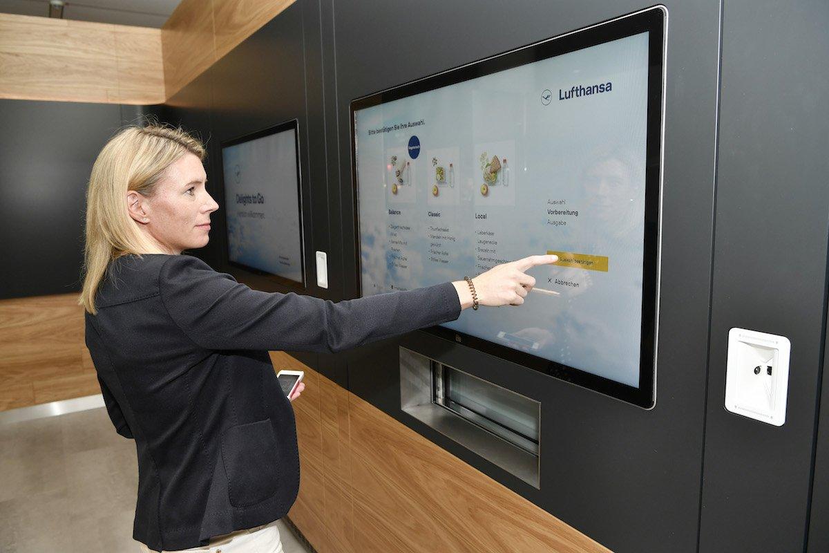 Mit dem interaktiven Service sollen Lounge-Gäste schneller bedient werden (Foto: Lufthansa)