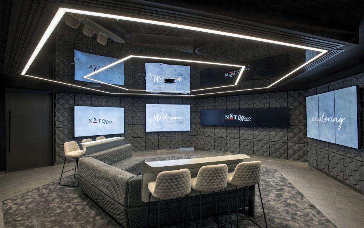 Mit neun vernetzten Screens arbeitet die Lösung die bei JLL in London installiert wurde (Foto: AVEX International)