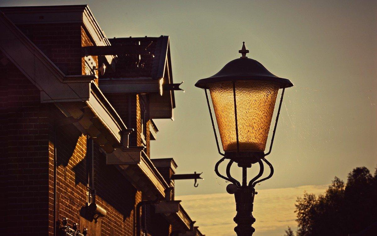 Straßenlaterne – Symbolbild (Foto: Pixabay / MabelAmber)
