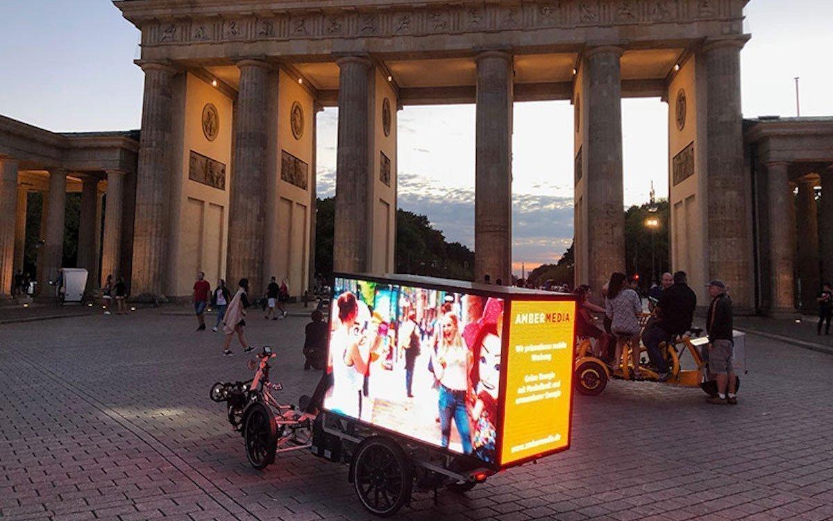 Vorteil des Mediums: Es kann digital an Orten geworben werden, an denen gewöhnlich keine Screens buchbar sind (Foto: AMBERMEDIA)