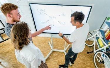 Samsung Flip im Agentureinsatz bei Peak Creative (Foto: Samsung)