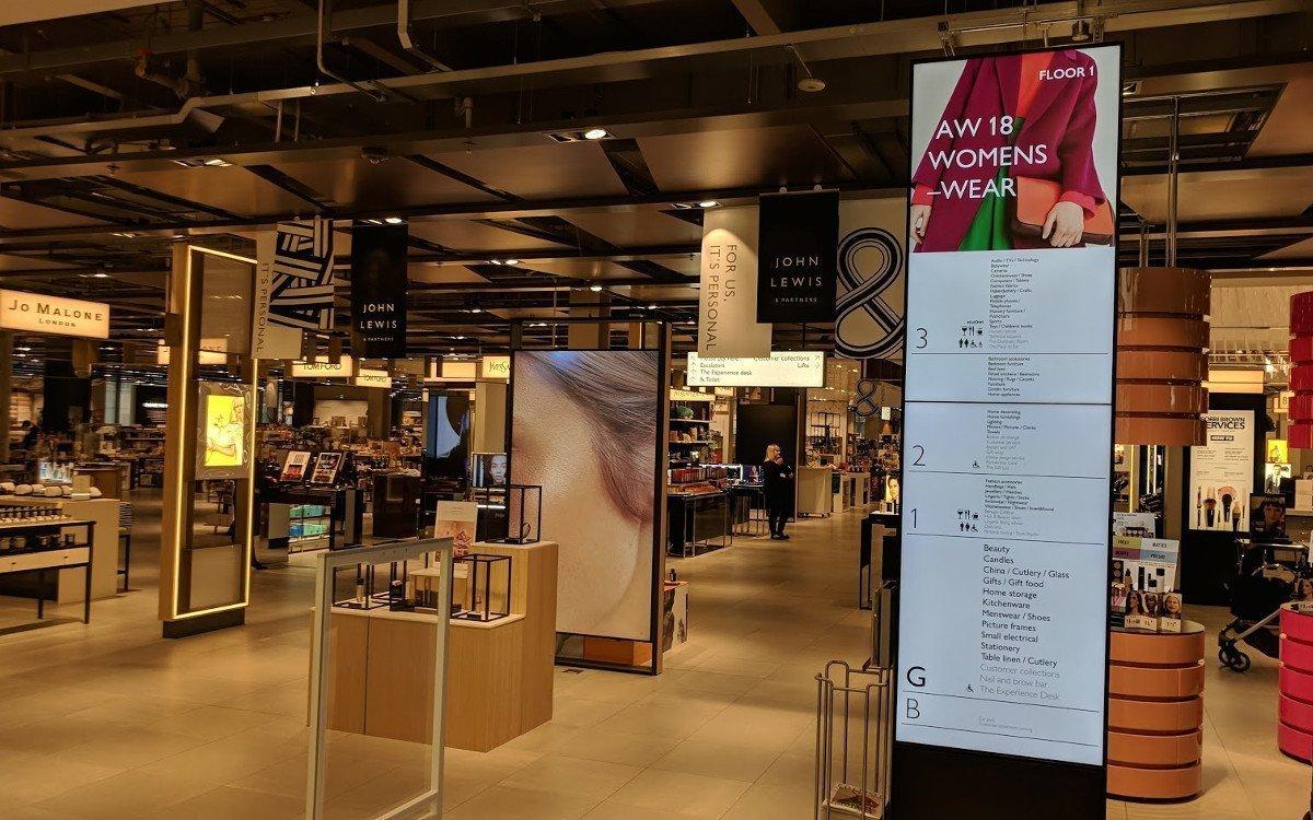 Digitales Etagenverzeichnis bei John Lewis in der Londoner Westfield Mall (Foto: invidis)