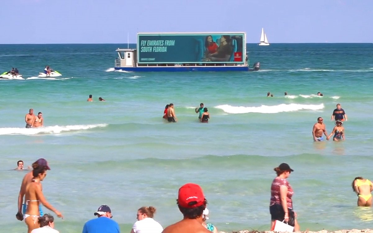 DooH-Screens auf dem Boot (Foto: Ballyhoo Media)