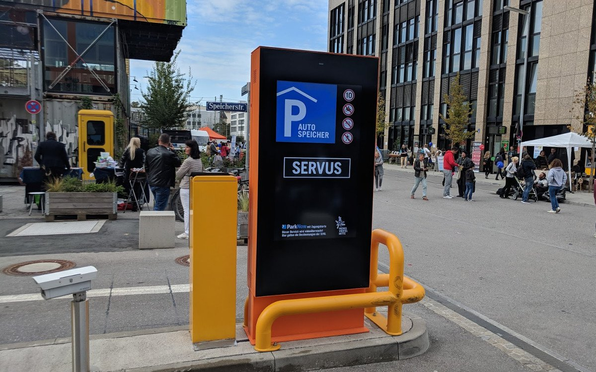 Parkhaus Signage in München (Foto: invidis)