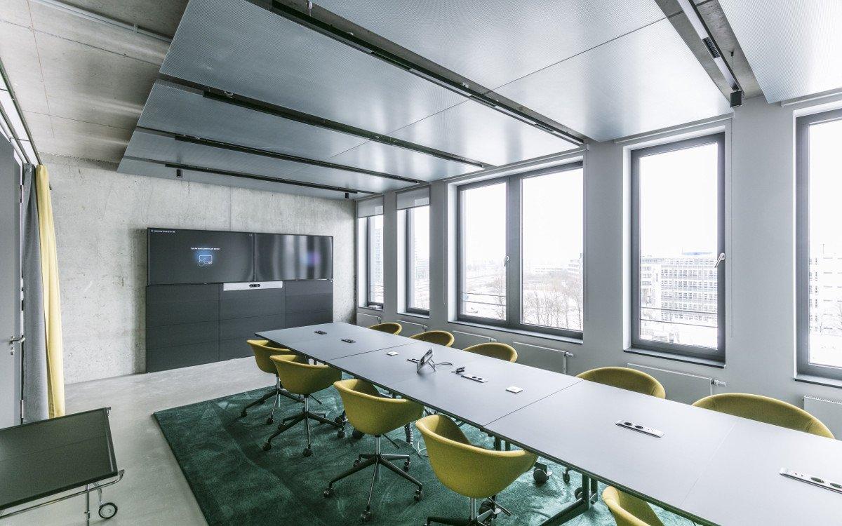 Großer Meetingraum in der neuen Zentrale in München (Foto: Max von Eicken/Scout24)