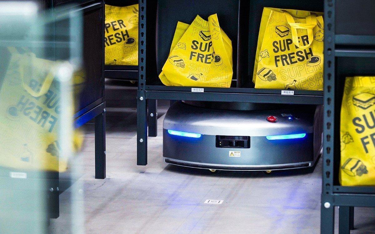 Roboter transportieren die Einkaufstüten zum Gate (Foto: Honestbee)