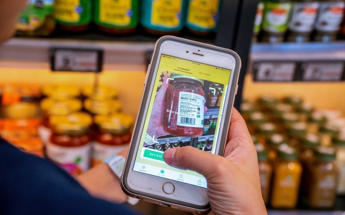 Nicht so elegant wie bei Amazon Go - Scan & Go via Barcode (Foto: Honestbee)