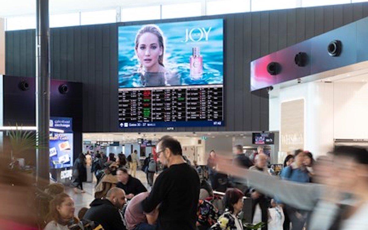 Digitalkampagne der Dior-Marke Joy am Airport Sydney (Foto: APN Outdoor)