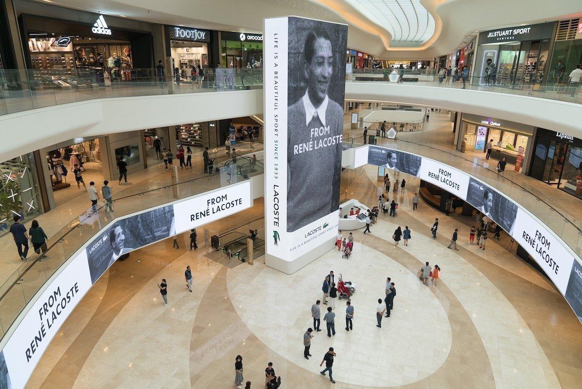DooH-Kampagne des Werbungtreibenden Lacoste in der Shopping Mall Starfield Goyang (Foto: Absen)