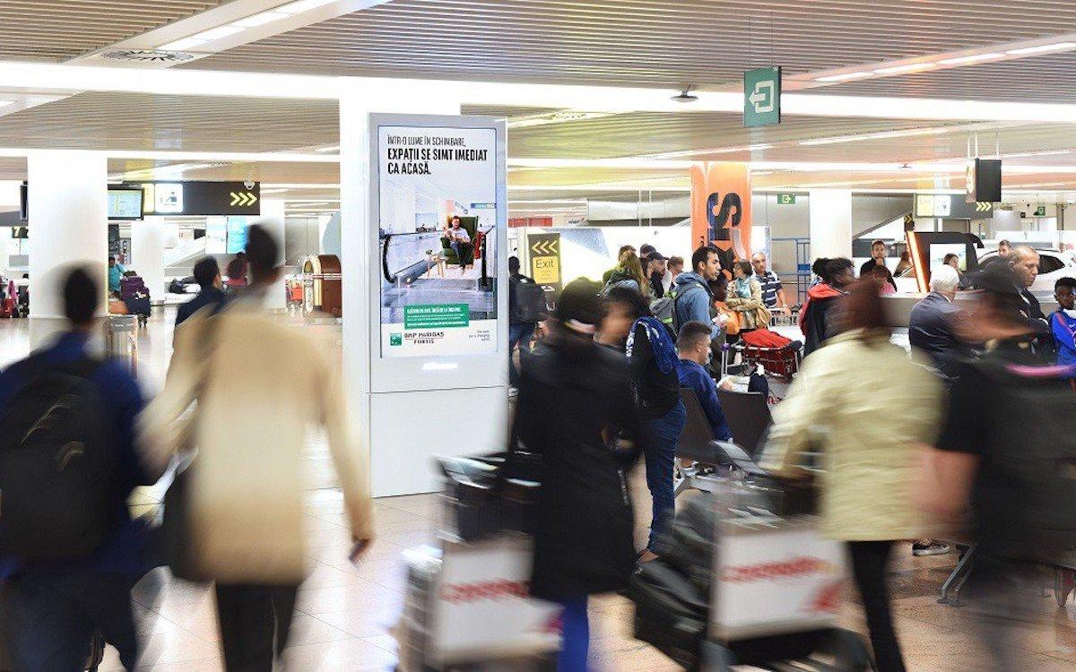 Durch die automatisierte Kampagne konnten Flugreisende in ihrer Muttersprache angesprochen werden (Foto: JCDecaux)