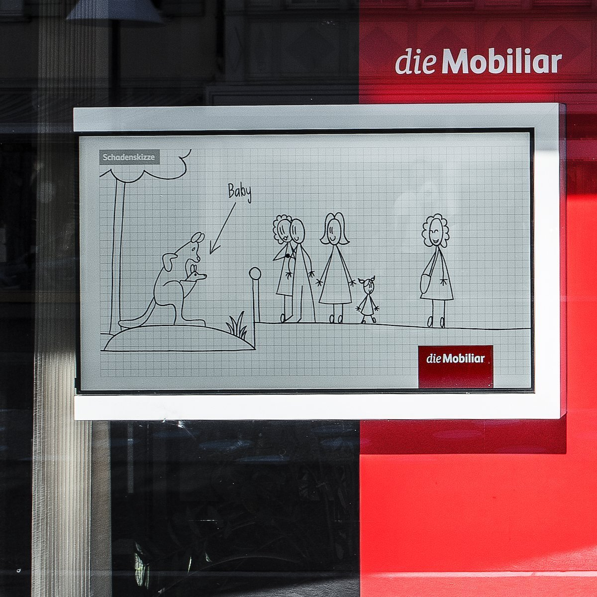 Einzelne Filialen nutzen statt digitaler Screens wie diesem aber analoge Werbemittel (Foto: screenFOODnet)