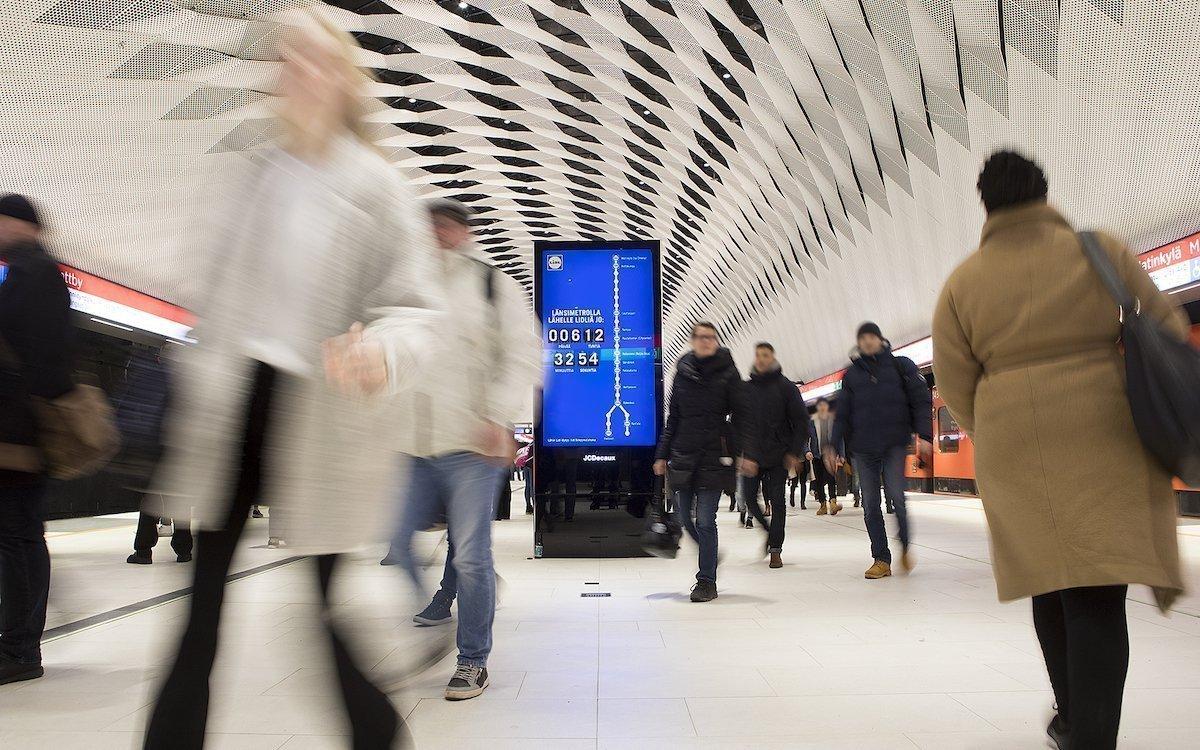 Kampagne von Lidl auf einem DooH Screen in der U-Bahn von Turku (Foto: JCDecaux)