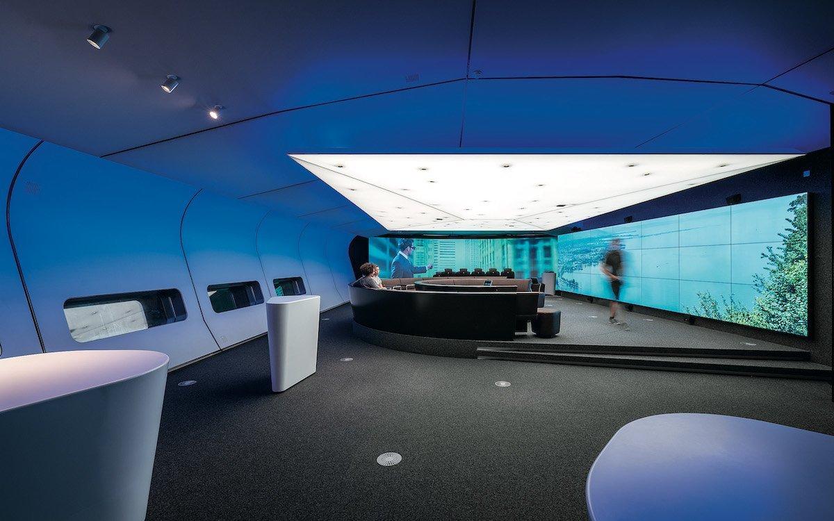 Licht und Screens bilden mit VR Möglichkeiten der digitalen Inszenierung (Foto: Zumtobel)