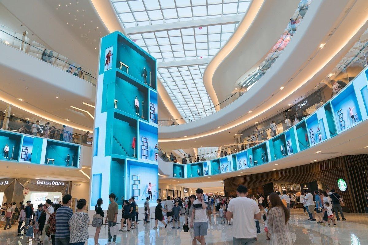 Mit diesem eigens kreierten Content spricht das Einkaufszentrum die Besucher an (Foto: Absen)