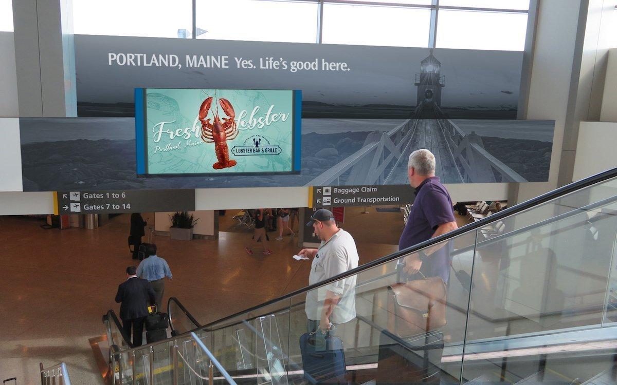 Nicht nur für frischen Hummer wird am Flughafen von Portland künftig vermehrt digital geworben (Foto: Clear Channel)