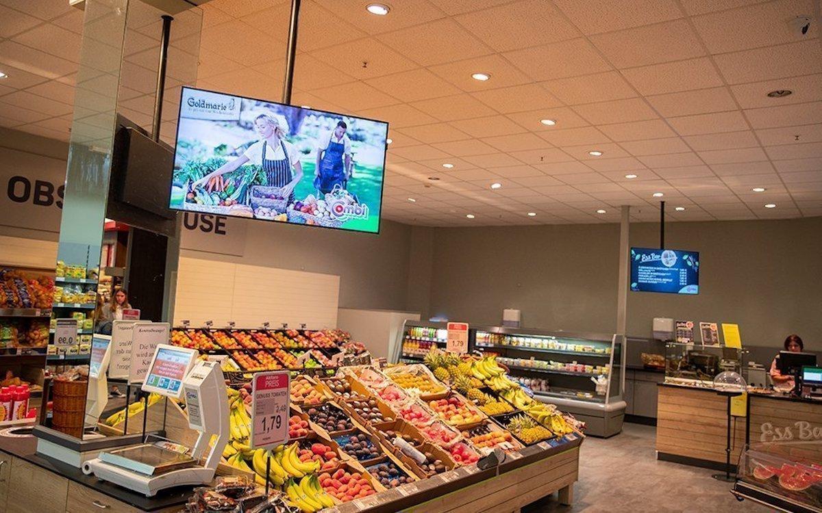 Screen in der Obstabteilung eines Marktes von Bünting (Foto: Online Software AG)