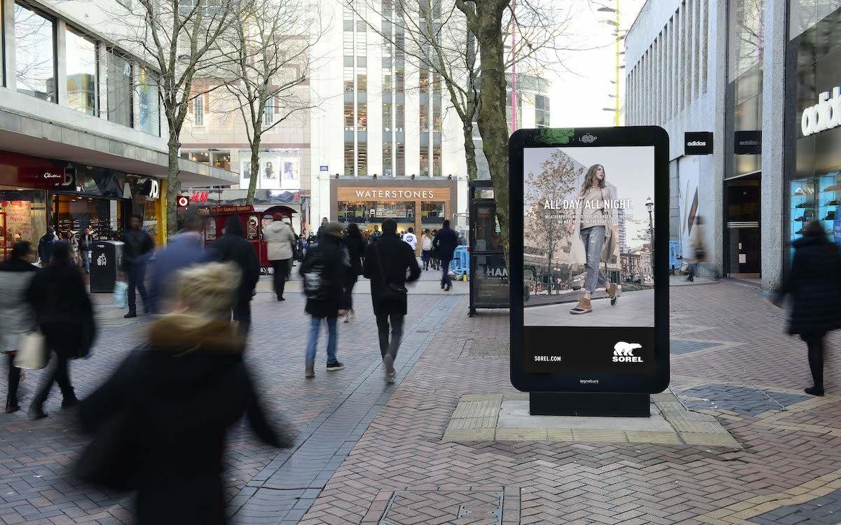 Screens wie dieser in Birmingham werden für die datenbasierte DooH Kampagne genutzt (Foto: Grand Visual)